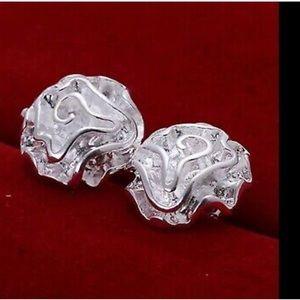 Jewelry - Woman flower like silver earrings